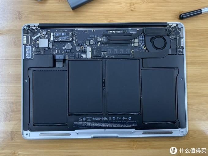 感觉干净多了,开始拆硬盘。