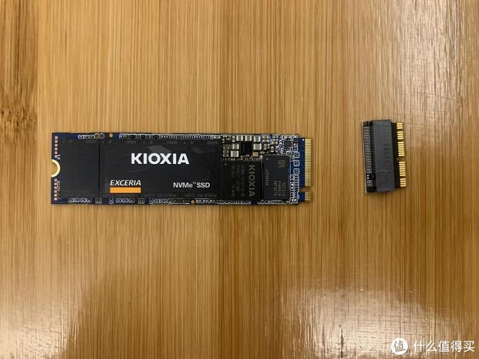 SSD和转接头合影
