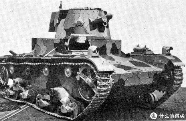 著名的维克斯6吨E型系列坦克(Vickers 6-tons Mk.E),是战间期继雷诺FT-17之后最为著名,影响力最大的坦克车型。曾出口众多国家,是美国T1轻型坦克、日本95式轻型坦克、苏联T-26轻型坦克、波兰7TP坦克等坦克设计的原型。耐人寻味的是,英国军队却从没有考虑过这种坦克,可能是英国已装备的轻型坦克数量太多,替换成本较高的缘故。