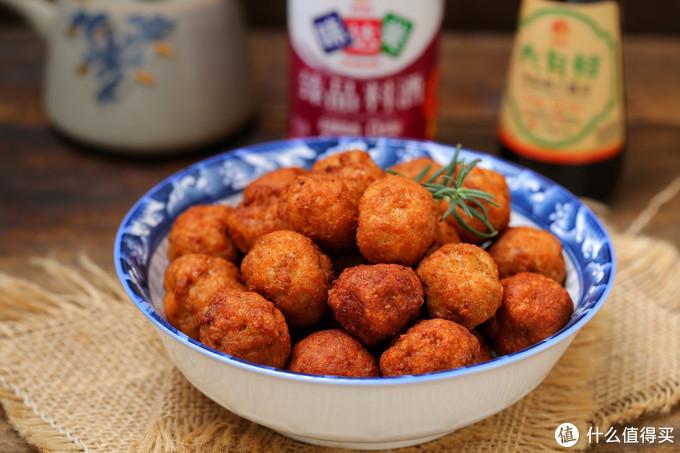 """春节""""走油""""炸肉丸子,不放面粉和淀粉,外酥里嫩香喷喷,过瘾!"""