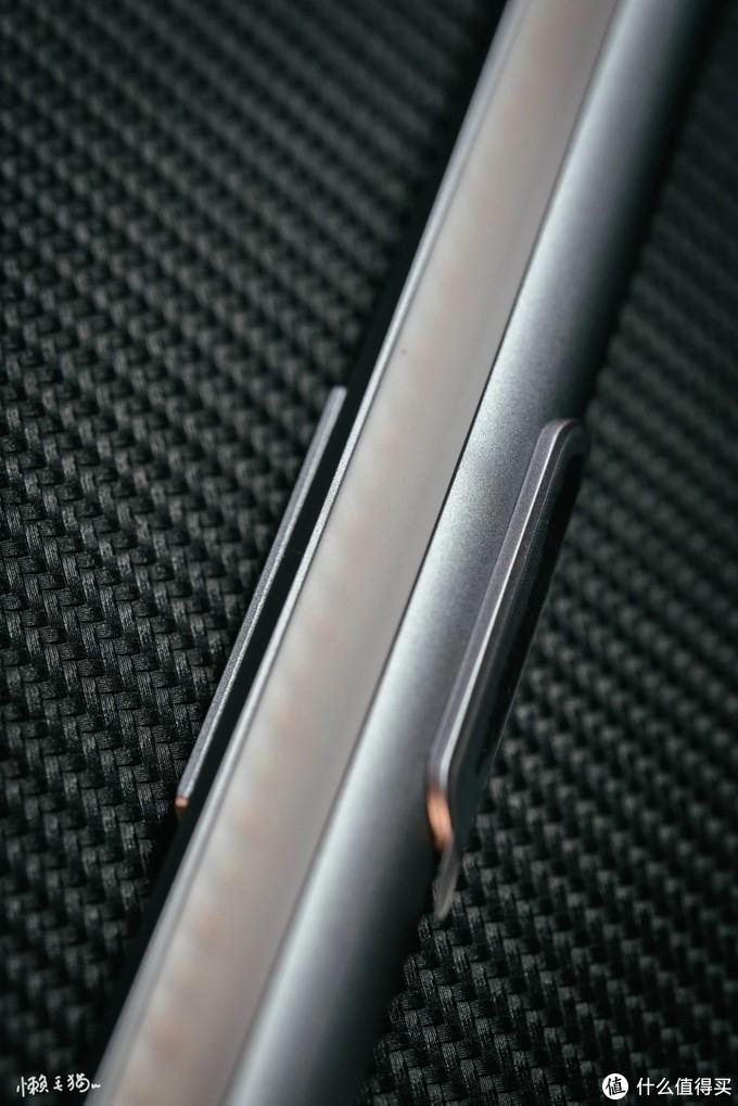 新年新软装,流光溢彩,明亮迎新——yeelight智能屏幕挂灯pro