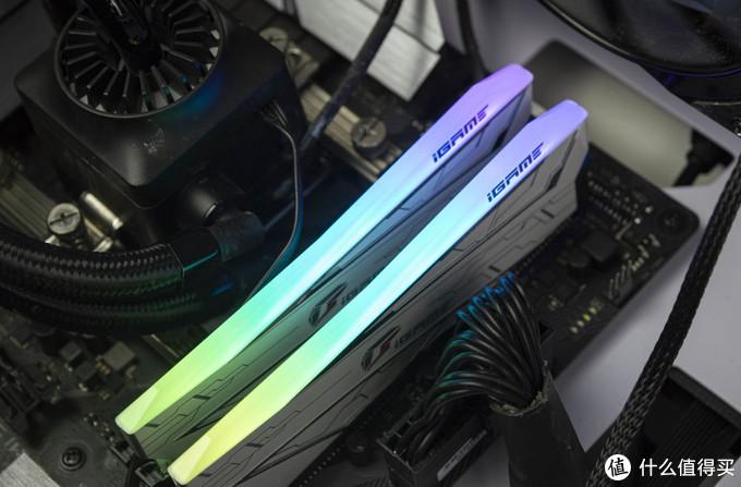 七彩虹iGame古德白4266 8g*2 RGB内存条开箱体验