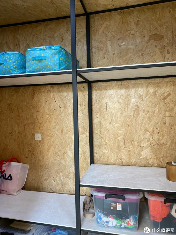 杂物间变身衣帽间,两人抽空一个月完工