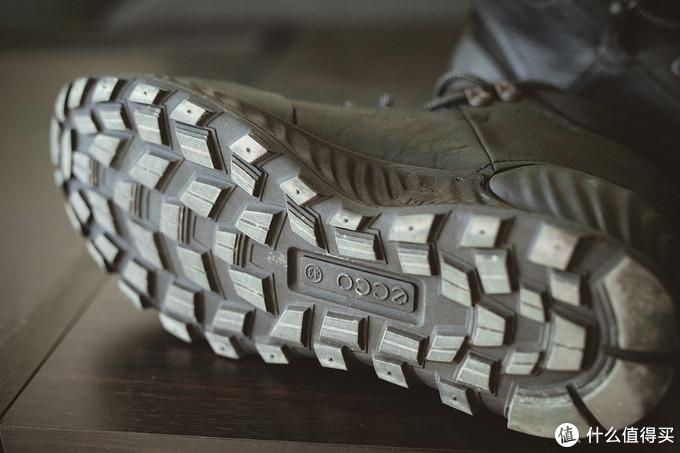 鞋底特写,全是大颗粒