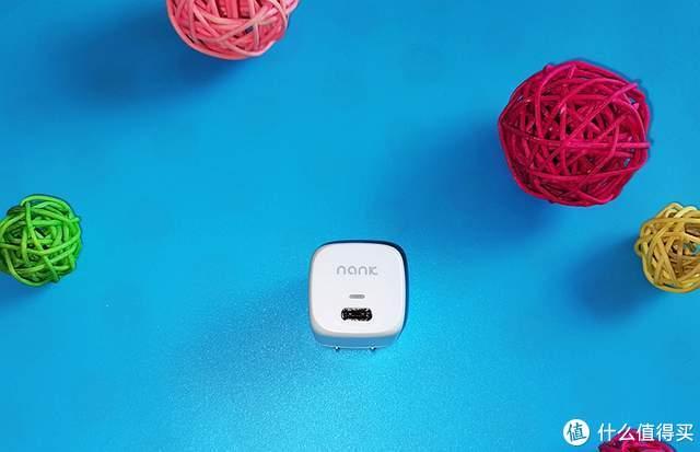 南卡C1迷你充电头:轻巧便携+快速充电,让你假期不孤单