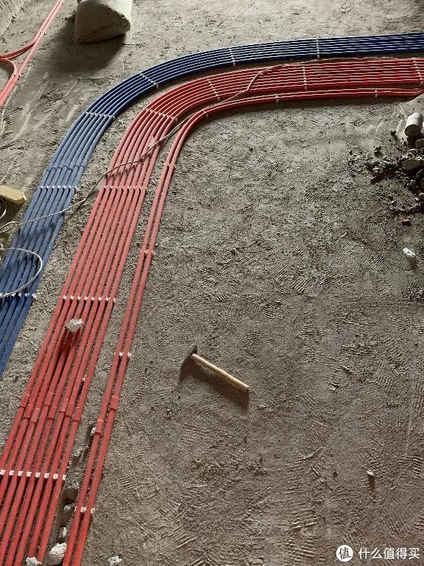(别人家的)标准的埋线管就应该这样,中间要间隔2厘米让水泥填进去。