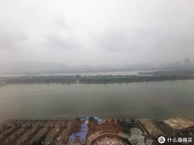 这里可以看到江景和江边的橘子洲头,景观还是不错的