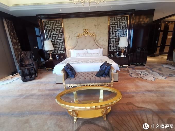 主卧室的大床
