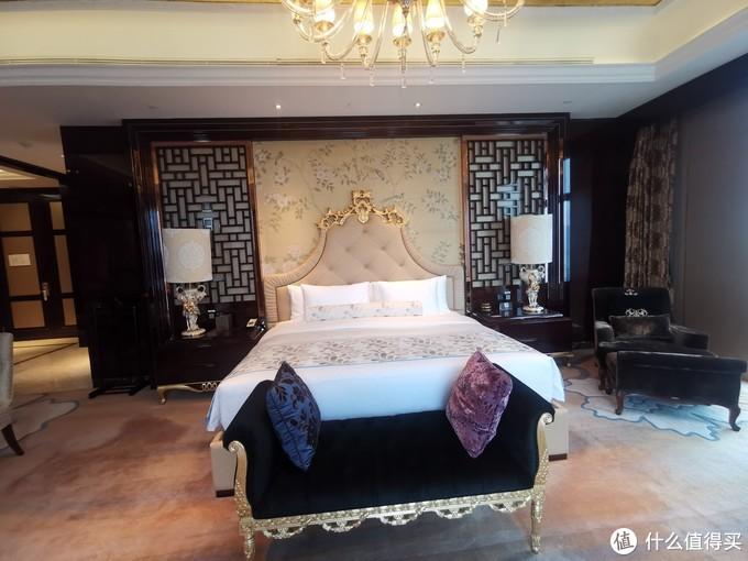 副卧室的大床