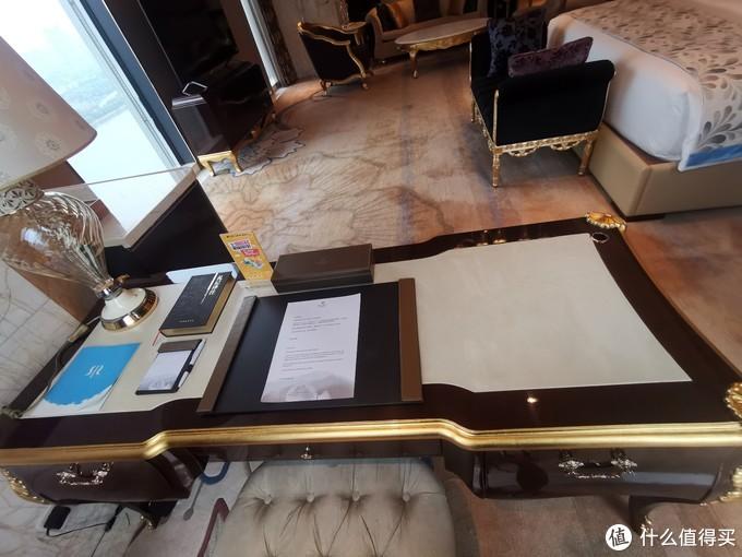 副卧室的办公桌