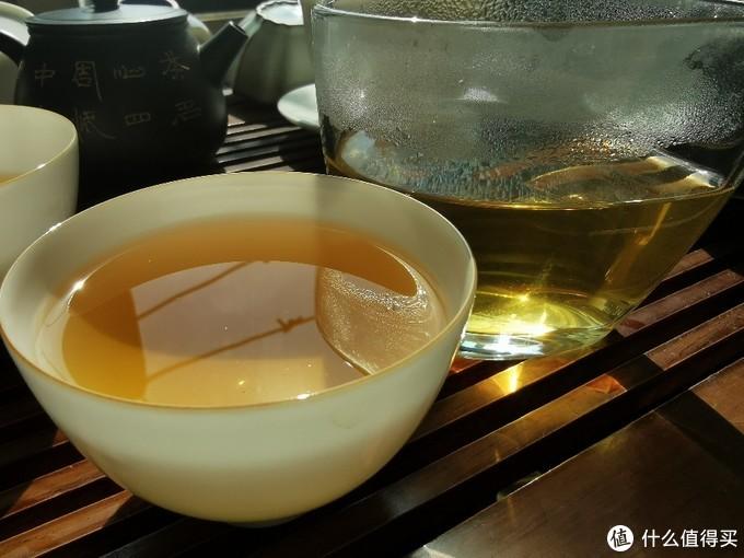 诱人的金色茶汤