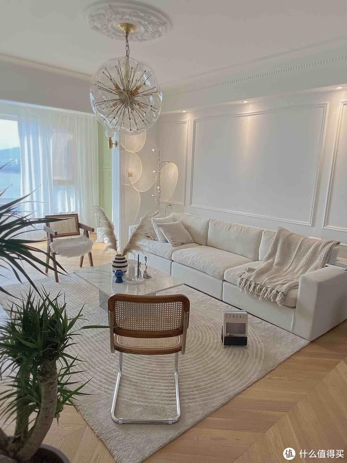 轻法式客厅/治愈又慵懒的奶油色客厅软装