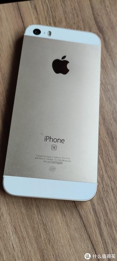 长期带保护套,iPhone SE的后盖还是很完好的!