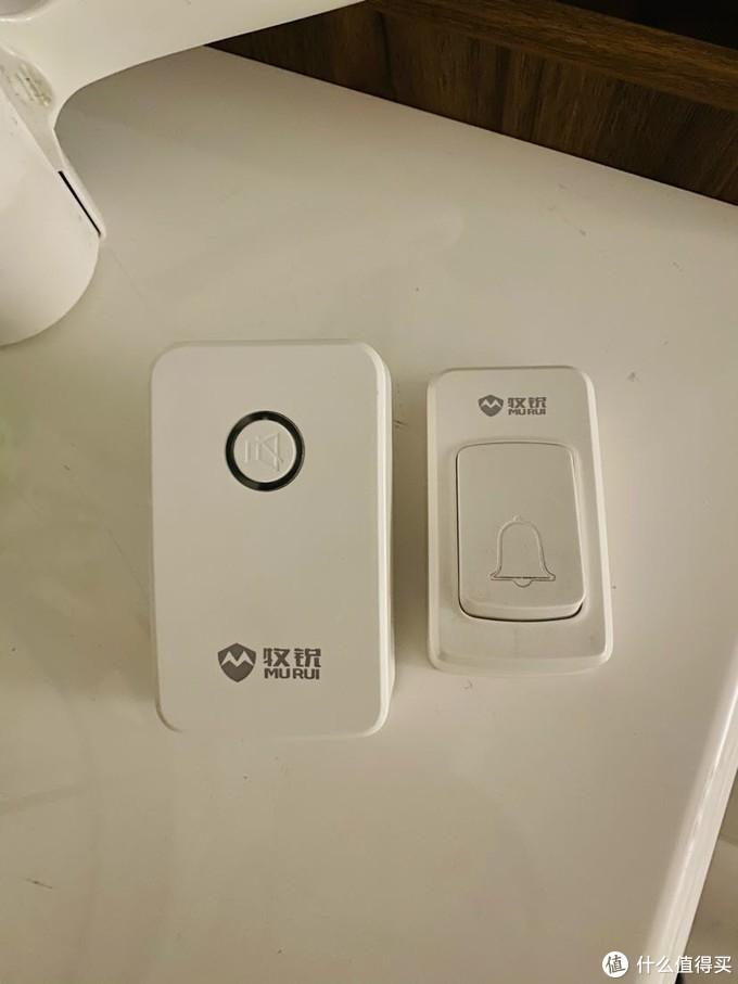 家里一直用的门铃,外面按键是自发电,里面插在插座上就可以用了,这么多年非常稳定,一次也没有掉链子