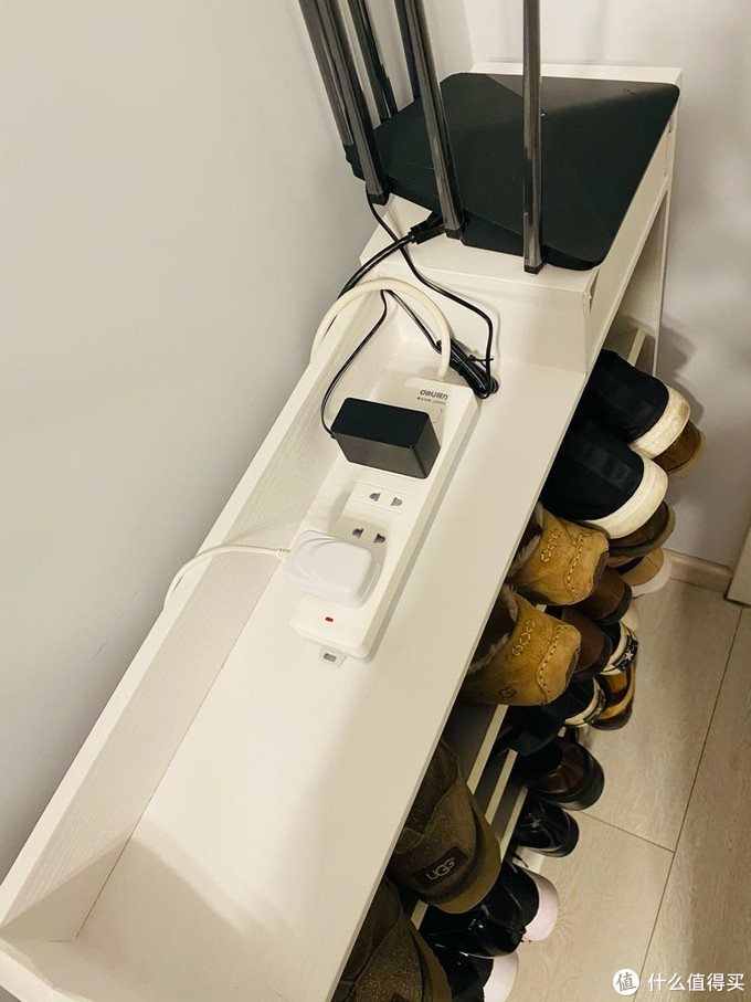 主路由放在门口鞋架上改善信号, 到时候门铃也从这里取电