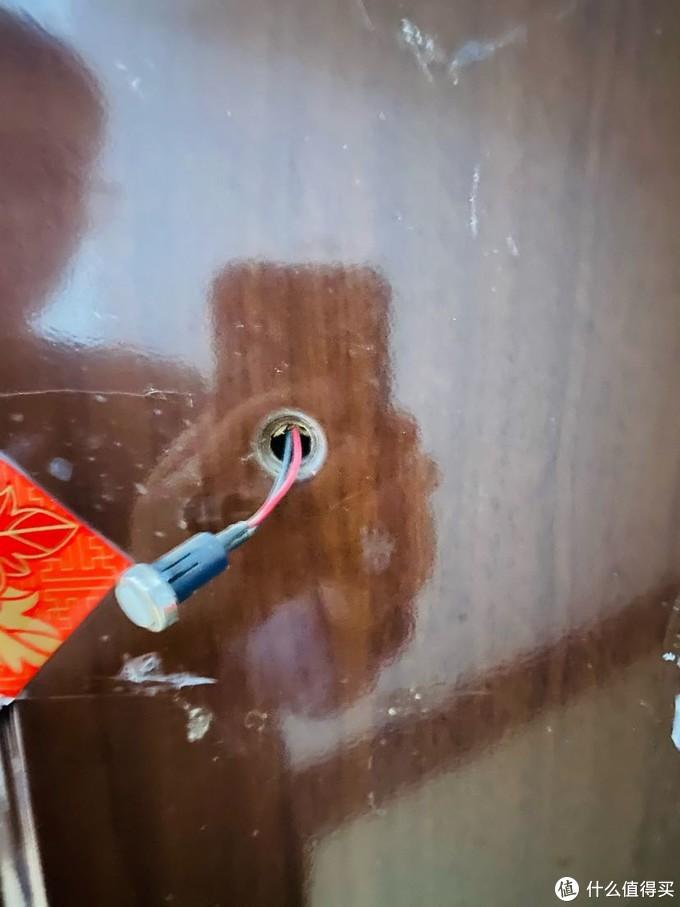 老式防盗门自带的门铃按钮
