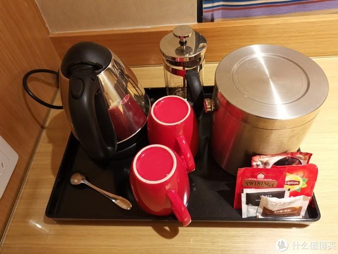 茶壶、杯子、茶包