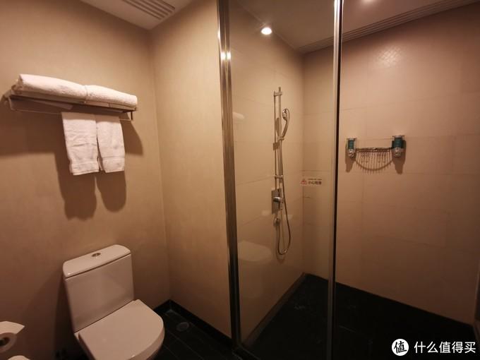 马桶和淋浴房