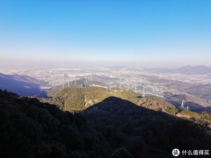 你在景区看风景,看风景的麦田跑步在看你-正是九峰赏梅时-2021-02