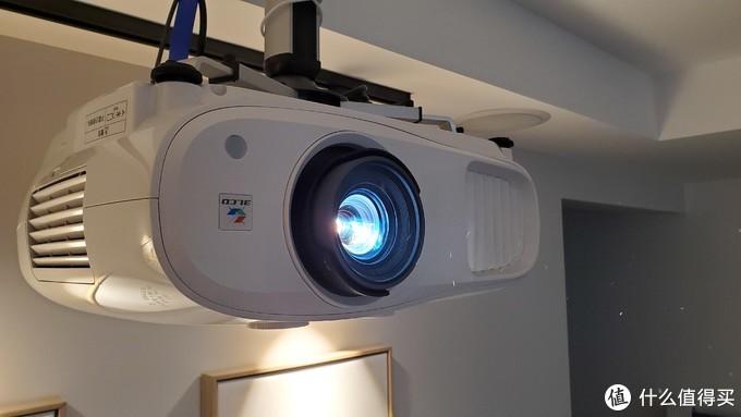 爱普生 TW-7000 4K投影仪 体验分享(上):亮度能否满足客厅党的需求?