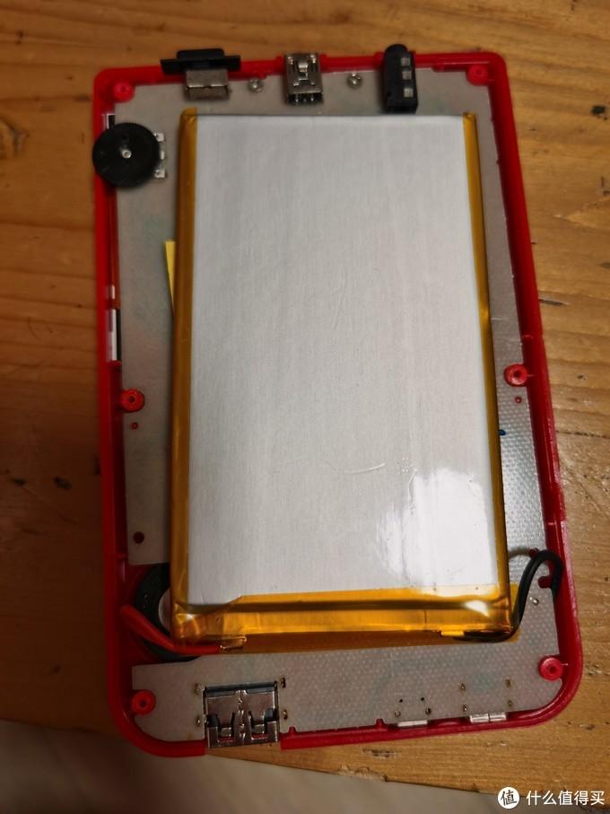 映入眼帘的是一块大锂电电池,可以啊