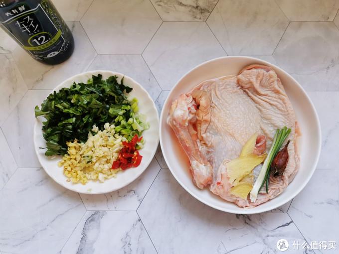 家常口水鸡的做法,调配酱汁是关键,麻辣鲜香,上桌就扫光