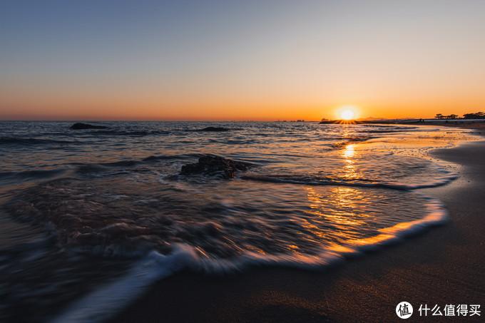 还记得60d照片中,老虎石那片海滩吗?16-35防抖很给力。夕阳海滩,RP宽容度低,暗部使劲降噪