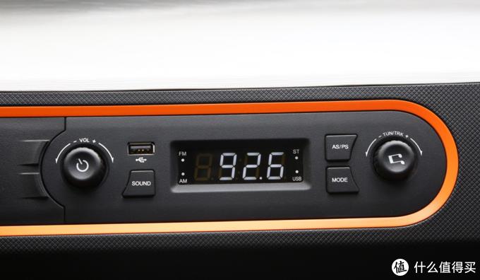 多媒体可以用收音机和插USB听音乐。USB口还可充电