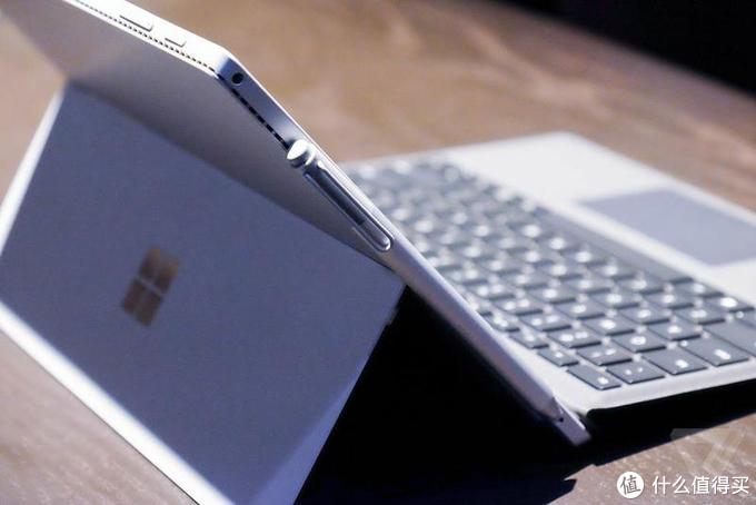购买Yoga Duet和官翻版Surface Pro 6的使用对比。