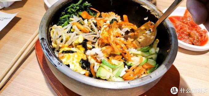 免费泡菜吃到扶墙,加个泡菜火锅,两人只需51块的朝式拌饭快餐味道如何?