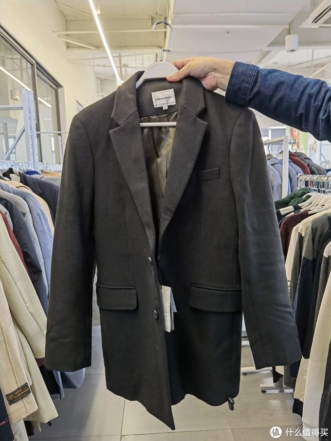 羊毛大衣,剪裁很不错