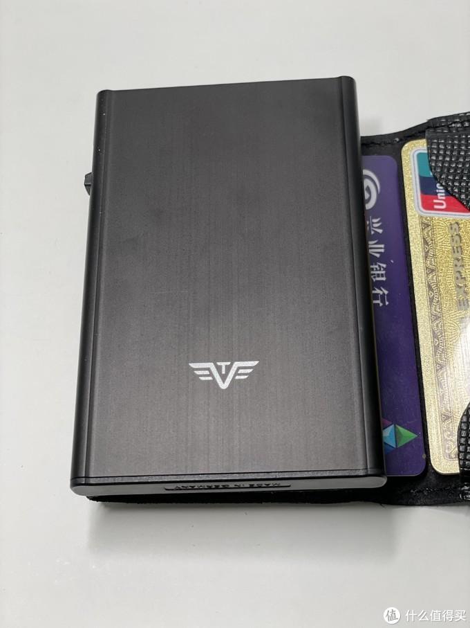 牛年新气象,我的EDC迎来三位新成员——卡之翼C&S防盗刷铝制钱包+苹果手机、耳机