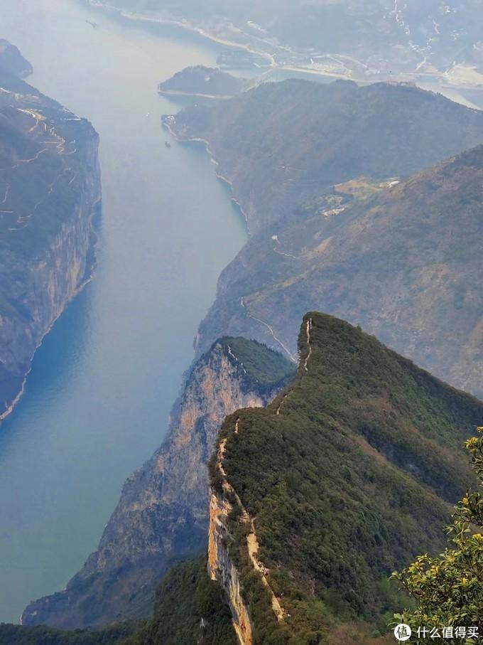 三峡之巅,十元人民币背面山巅之上,很壮观,只是我拍不出来。