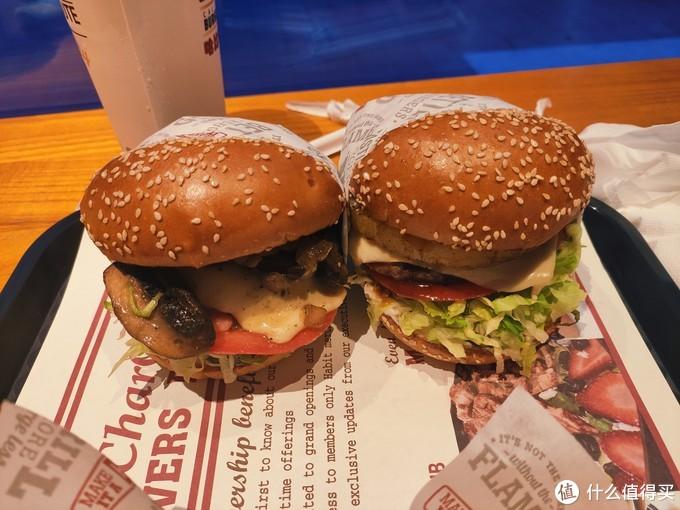 明火现烤牛肉饼,美滋滋的哈比特汉堡