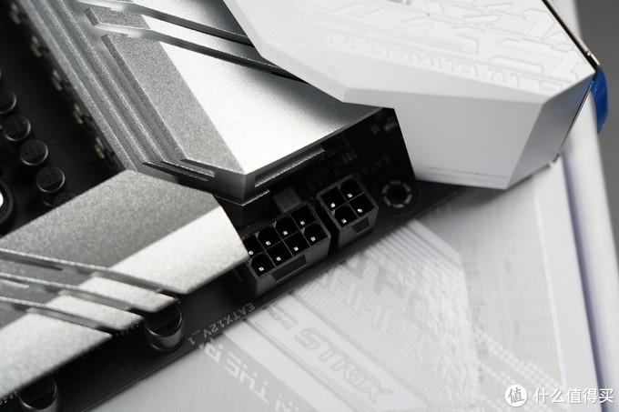 华硕B550吹雪主板采用12+2供电模组及用料扎实的DrMOS,搭配8+4Pin特质实心供电接口。供电效率更高,能够为Zen3处理器提供充足的电力,使处理器的性能充分得到的发挥。