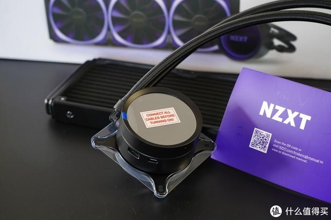 水冷头采用纯铜材质打造,大面积的冷头可以更好地接触CPU表面提供及时散热,内置的第七代Asetek水泵也可以提供静音高效的体验。