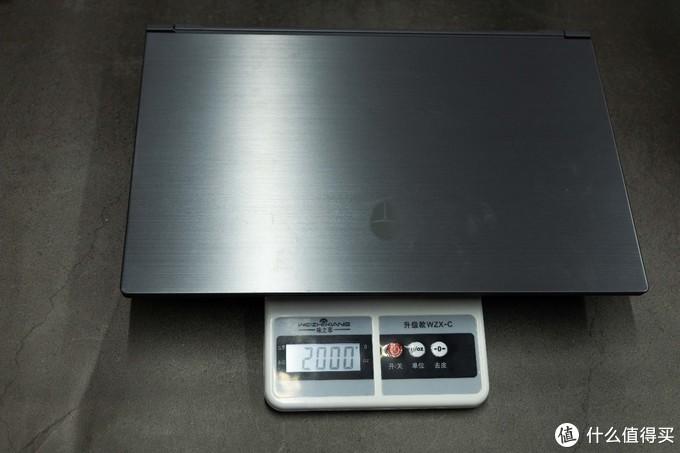 笔记本本体实测重量2kg(非专业测试器材)