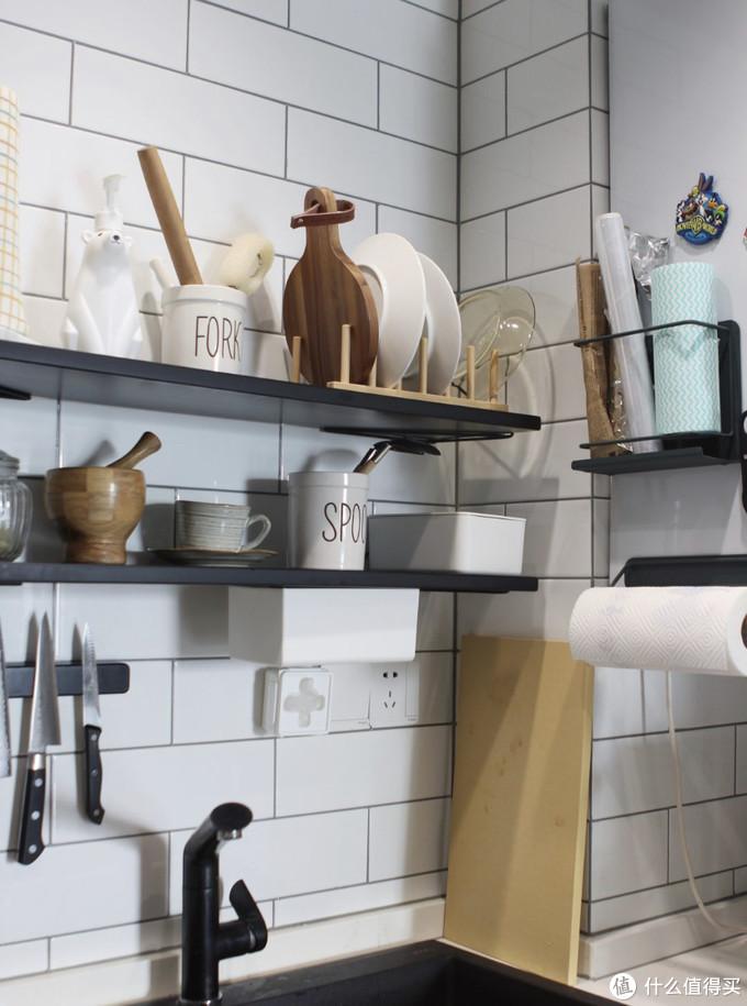 她家的厨房是一个收纳攻略合集,仅4.5平,却做到颜值实用全兼顾