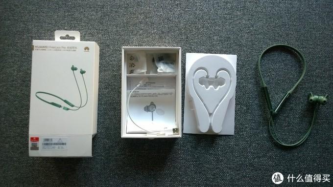 freelace pro的配件主要是三副不同尺寸的耳套和一根充电线