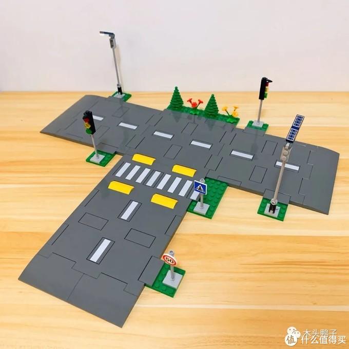 终于有了绝版多年的城市套装味道,用乐高2021年全新城市道路系统组成一个巨大的城市!
