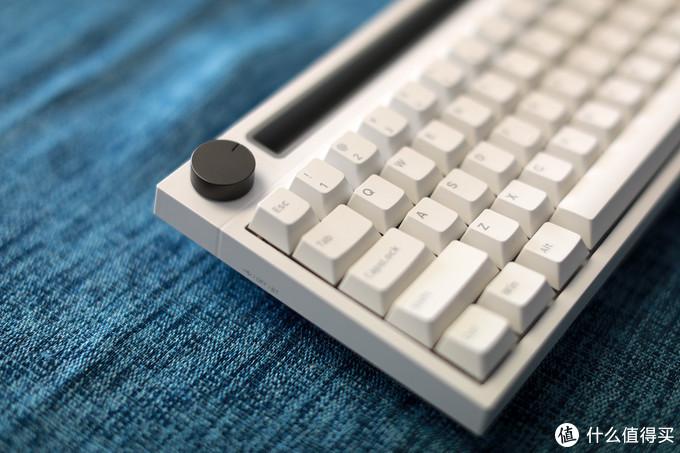 音量旋钮是这把键盘的灵魂,可以直接调音量以及按下静音