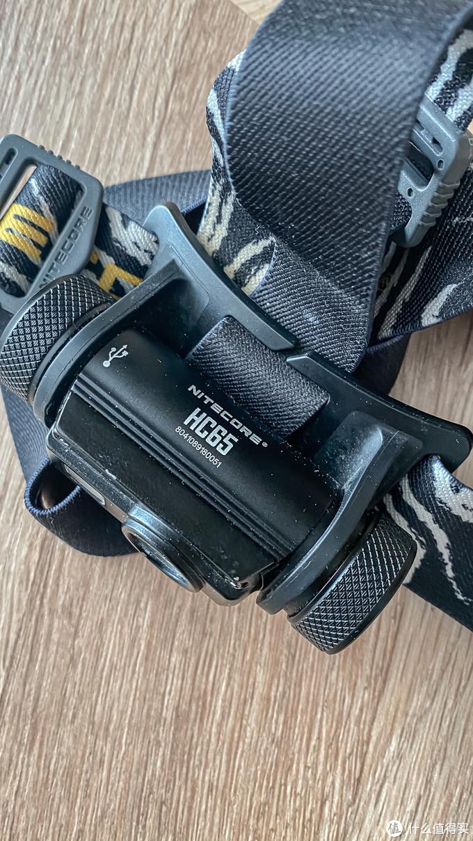 型号是HC65,可以直接micro-USB充电,比较方便。亮度可调。