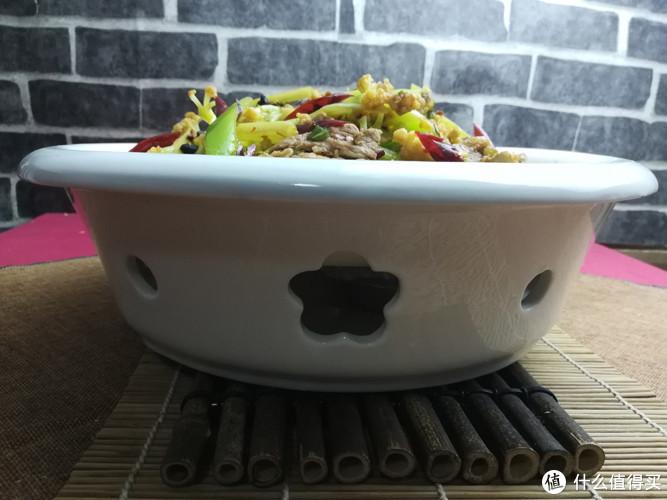 干锅菜花这样做滋味足,在家也可以做出爽口的地道干锅菜
