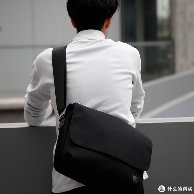 简简单单低调轻奢,符合轻装上阵的春季单肩斜挎包