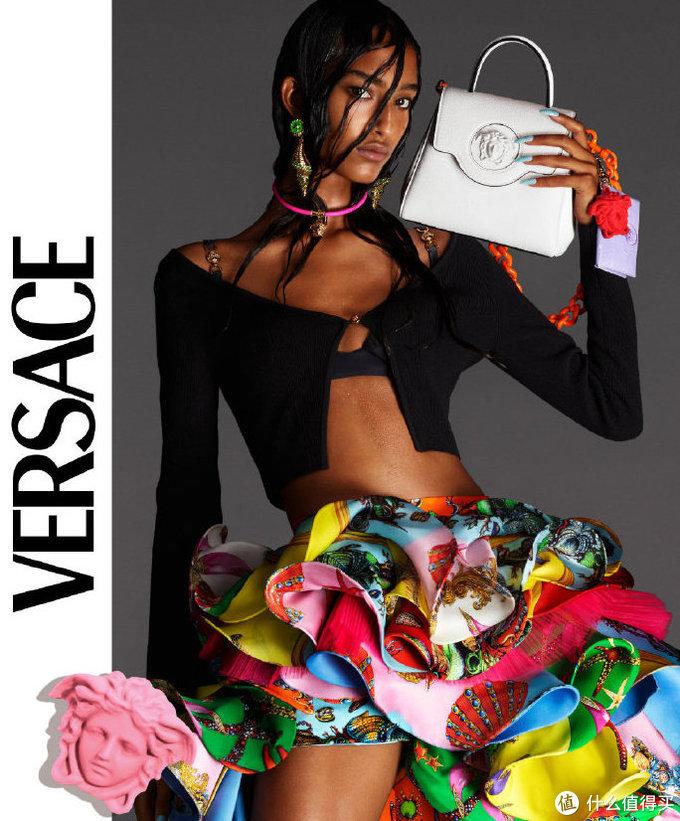 """有点意思!VERSACE LA MEDUSA系列新包上架,来看看这组""""魔幻""""大片"""