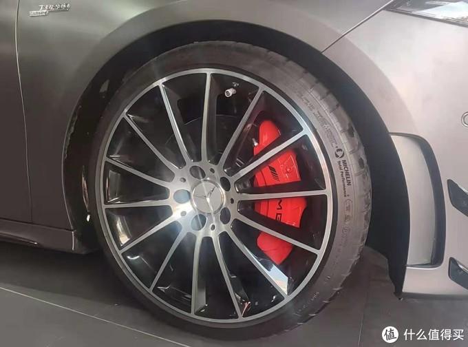 奔驰A35L改原厂360全景,卡钳喷红烤漆改色