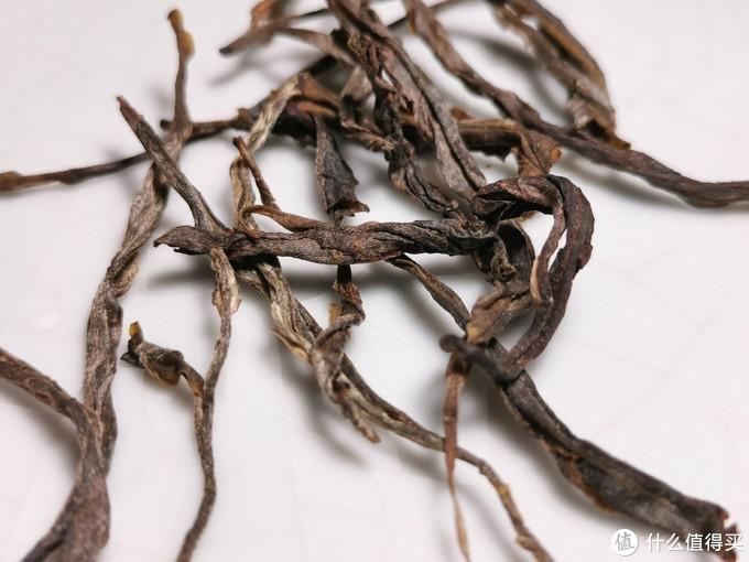 干茶条索:勐库大叶种紧条茶