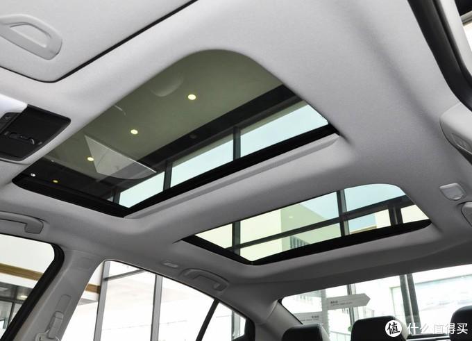 全景天窗可以很好的增加车内的采光和通透感
