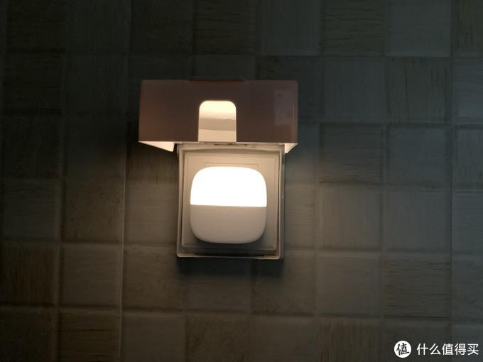 光线柔和 看娃必备 小米有品新人礼 Yeelight插电夜灯(光感版)