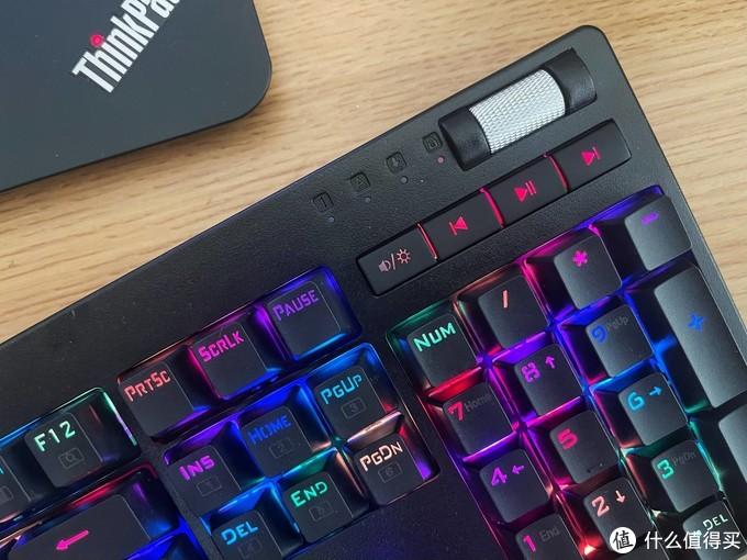 安静轻盈适合多场景使用,超频三GI801黑曼巴红轴机械键盘评测